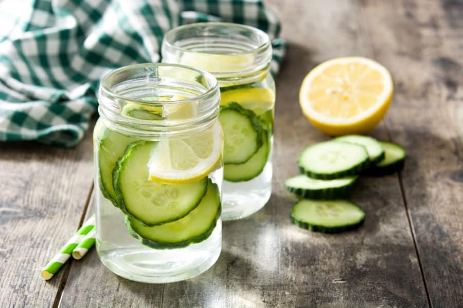 Detox-Wasser: So effektiv ist diese Diät